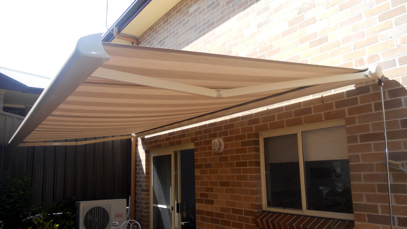 Olympus - Folding Arm Awnings