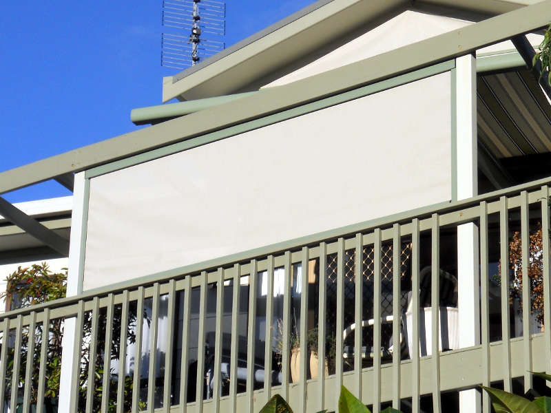 outdoor-straight-drop-blinds